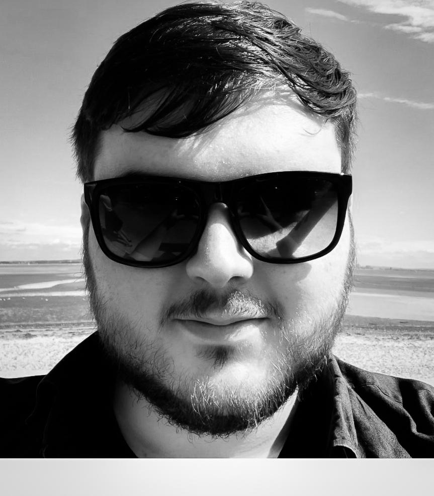 I'm Alex, a tech geek from Kenilworth, UK